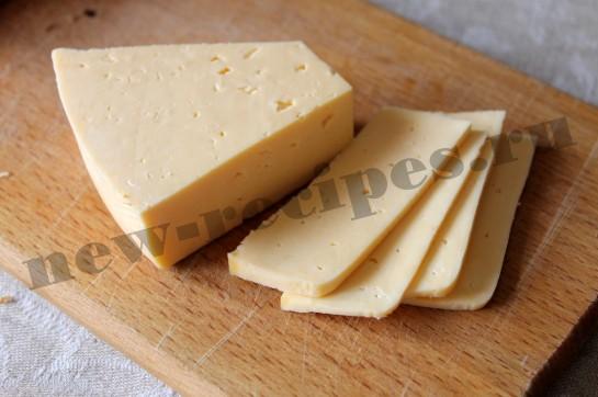 Горячий бутерброд с сыром и колбасой 4