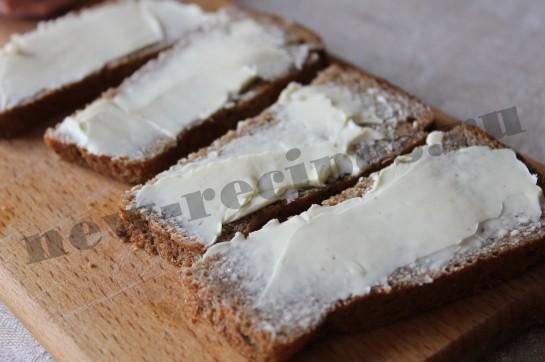 Горячий бутерброд с сыром и колбасой 5