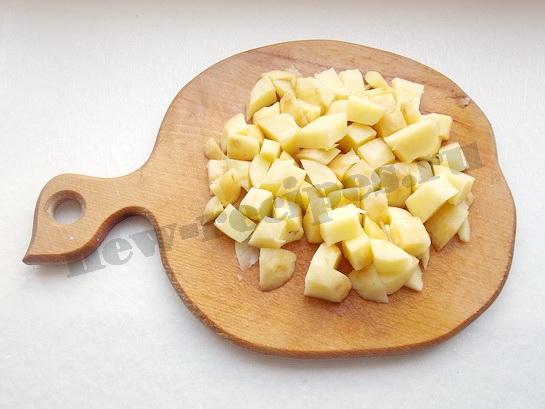 режем картошку кубиками