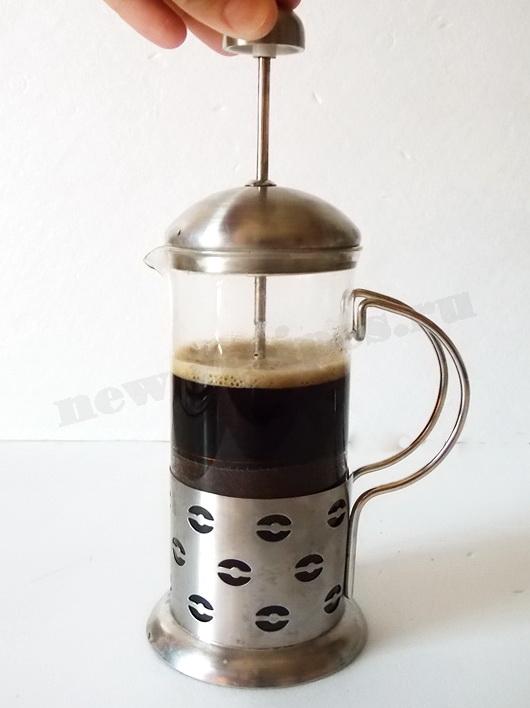 приготовление кофе в френч прессе