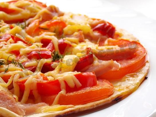 как приготовить пиццу с болгарским перцем, ветчиной и сыром