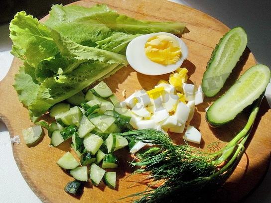 готовим продукты для салата