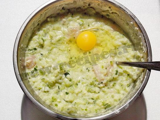 добавим второе яйцо, перемешаем