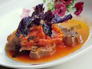 Тушёное мясо с базиликом