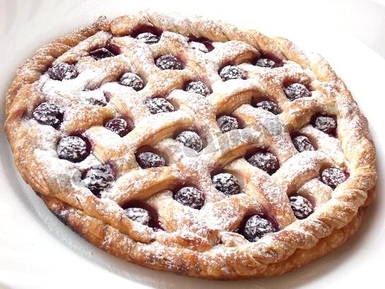 слоеный пирог с вишнями
