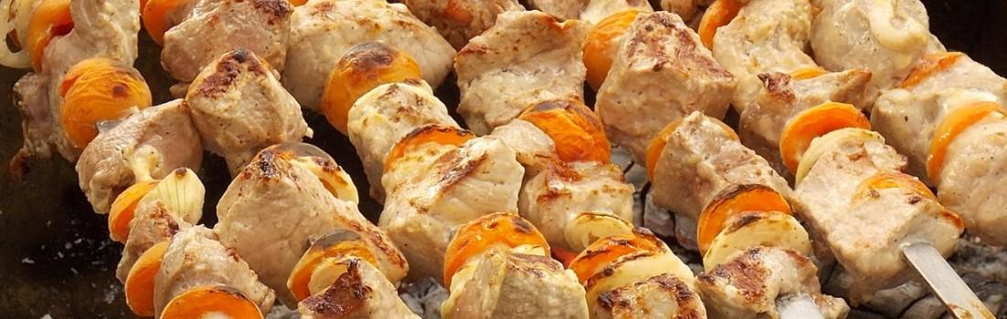 шашлык на костре с абрикосами