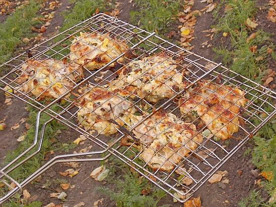 куриное барбекю на решетке готово