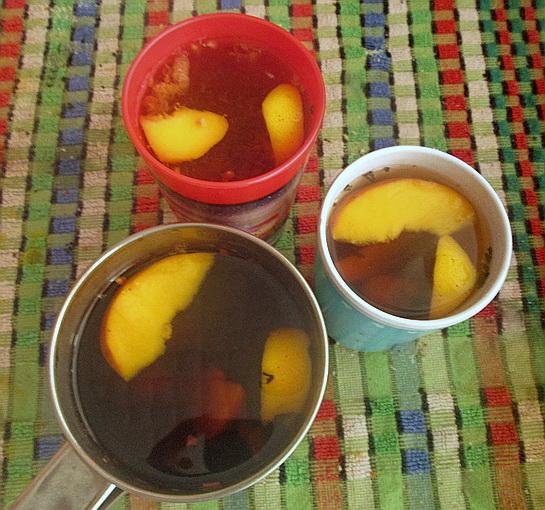 вкусный летний чай с фруктами