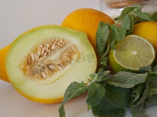 летний фруктовый салат с дыней