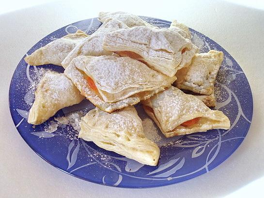 слоеное тесто с абрикосами