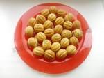 выкладываем орешки на блюдо