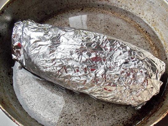 запекаем мясной рулет в духовке