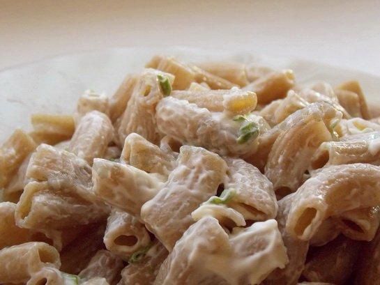 ржаные макароны с чесночным соусом