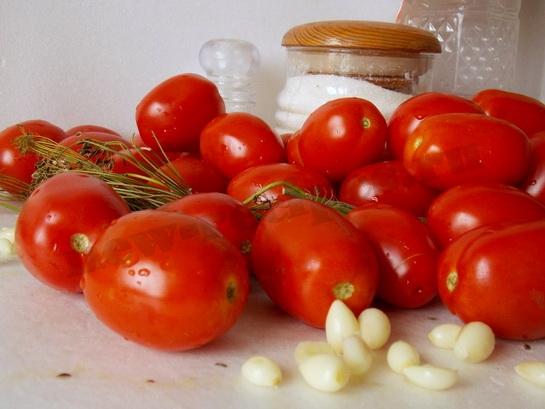 ингредиенты для вкусных маринованных помидор