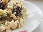 салат из куры с черносливом готов