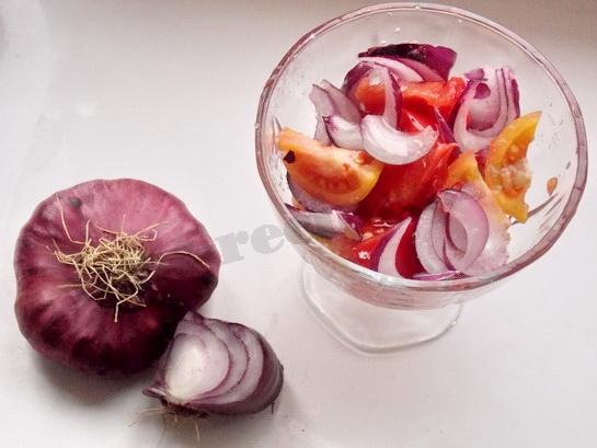 салат с ялтинским луком