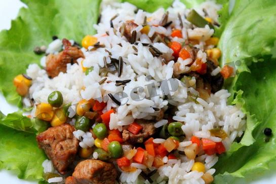 дикий рис с мясом и овощами