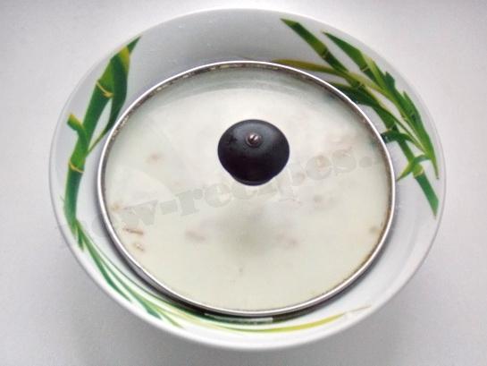 накрываем тарелку с овсянкой крышкой