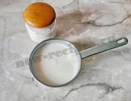 растворяем сахар в молоке