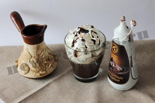 Украсим кофе шоколадным сиропом