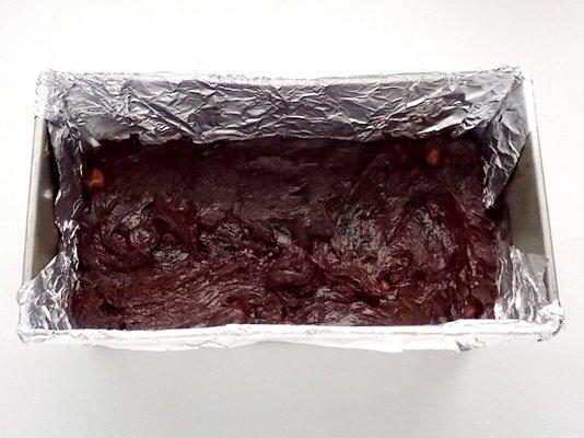 выкладываем шоколадную массу в форму