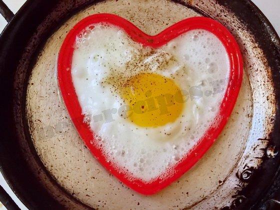 жарим до готовности яйца