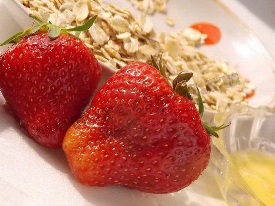 ингредиенты для овсянки с ягодами
