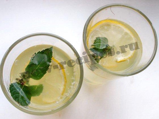 лимонад с лимонами и мятой