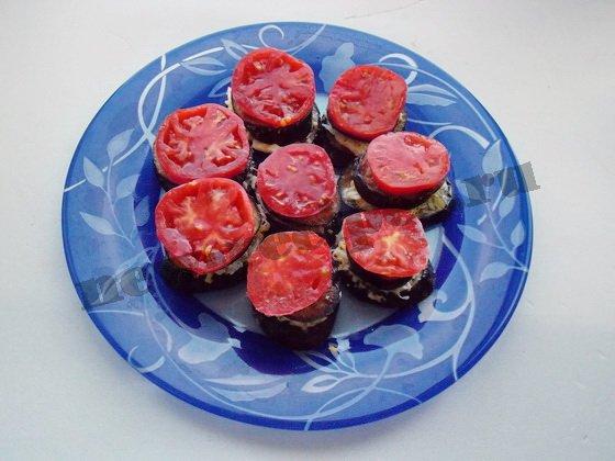 выкладываем помидорные кружки