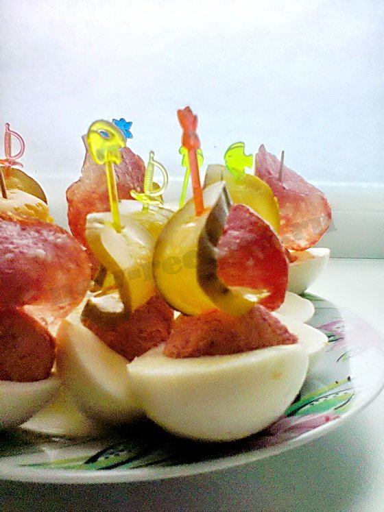 Свекольные блинчики, фаршированные селедкой и яйцами, пошаговый рецепт с фото
