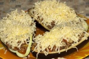 Лодочки из баклажанов с фаршем и сыром