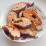 Жареная красная рыба горбуша