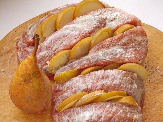 как запечь мясо с грушами