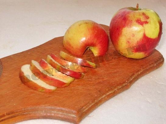 яблоки нарежем ломтиками