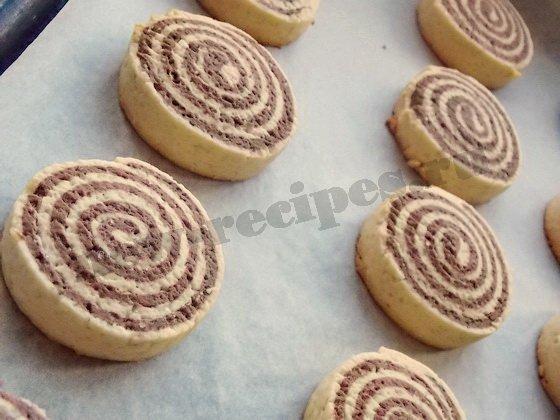 выпекаем печенье рулетики