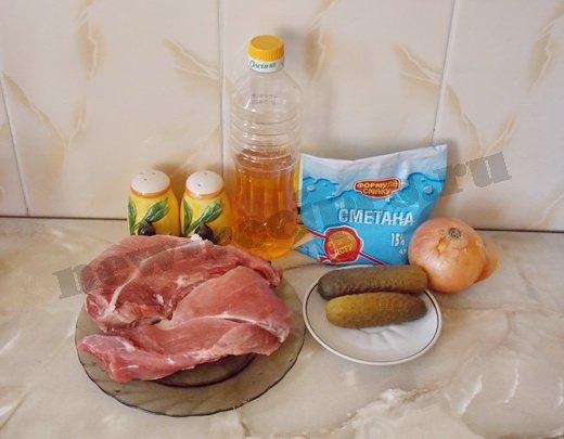 ингредиенты для салата с говядиной и солёными огурчиками