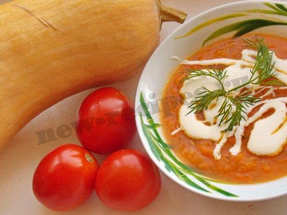 добавим в тарелку с тыквенным супом ложечку сливок