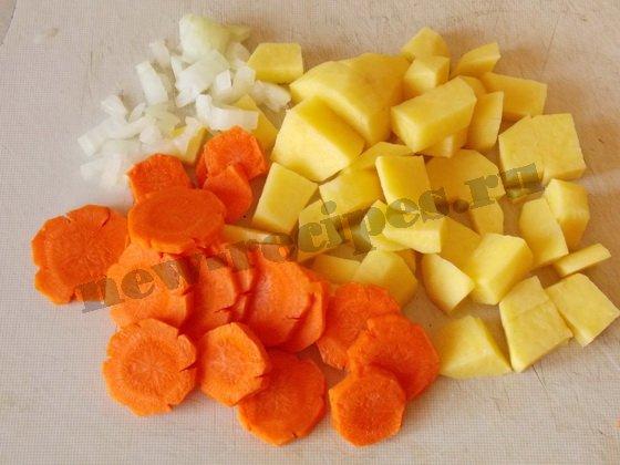 нарежем картошку, морковку и лук