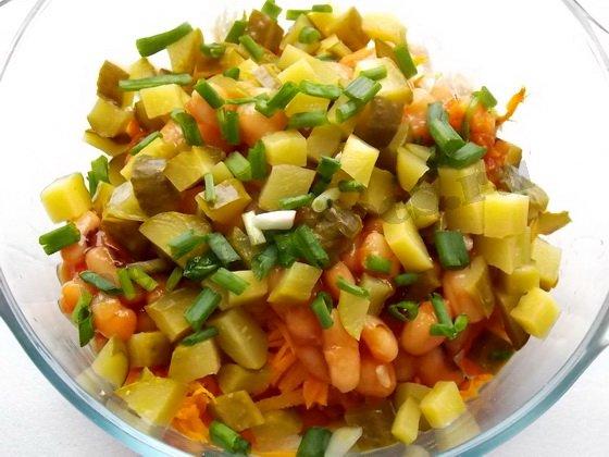 приправим солью, перцем и зеленью