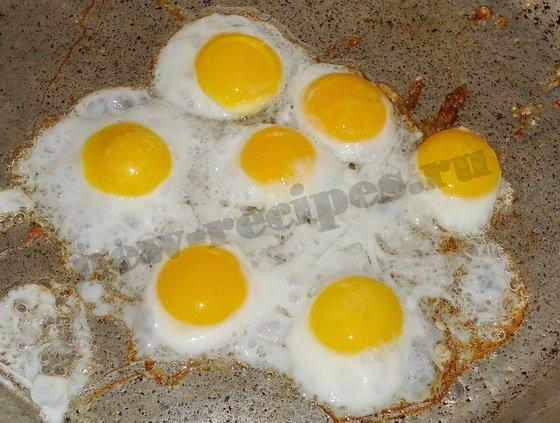 как пожарить яичницу из перепелиных яиц