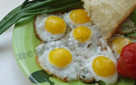 прикольный завтрак для детей мини яичница