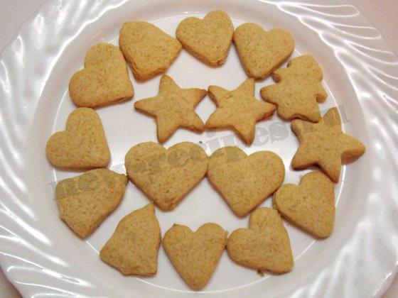 выложим печенье на блюдо