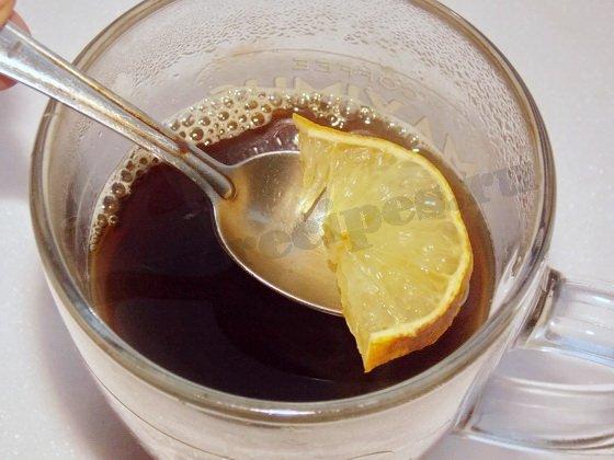 добавляем ломтик лимона