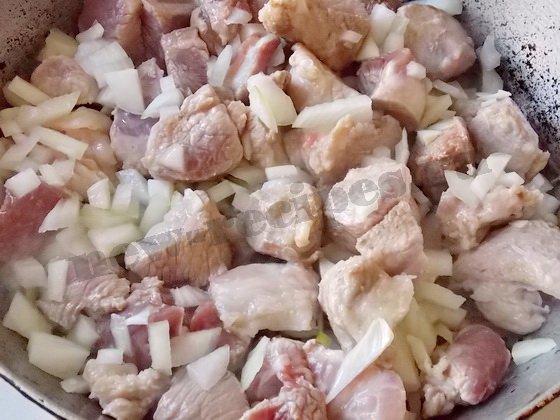 обжарим мясо с луком