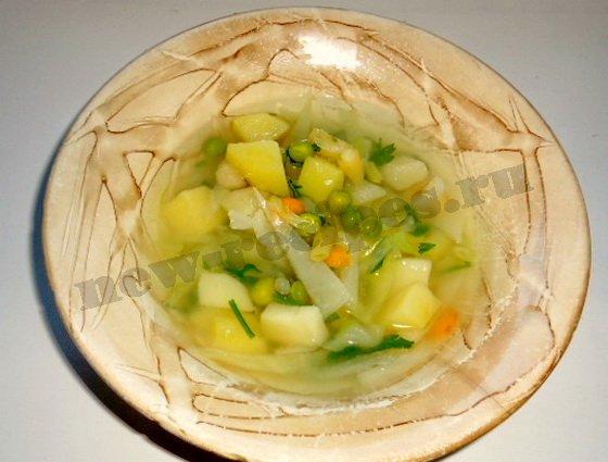 овощной суп с горошком готов