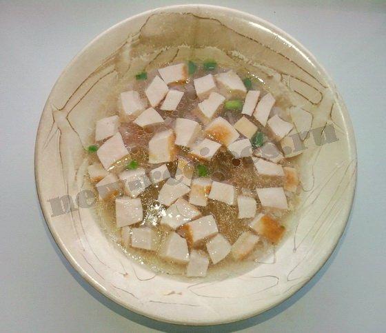 суп с варёной колбасой