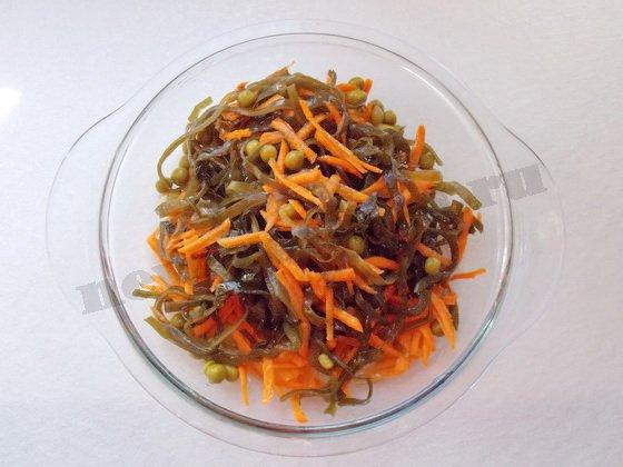 заправляем салат растительным маслом