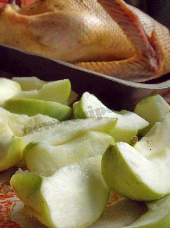 подготовим утку и яблоки