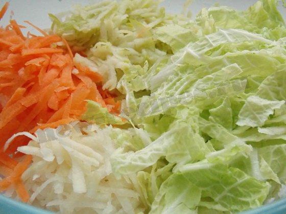 смешиваем составляющие салата