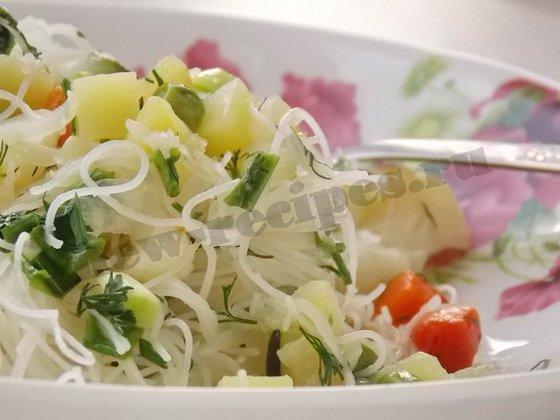 рисовая вермишель с овощным ассорти